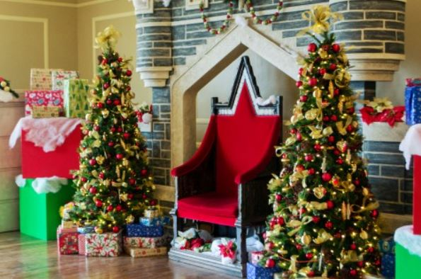 暖炉とクリスマスツリー